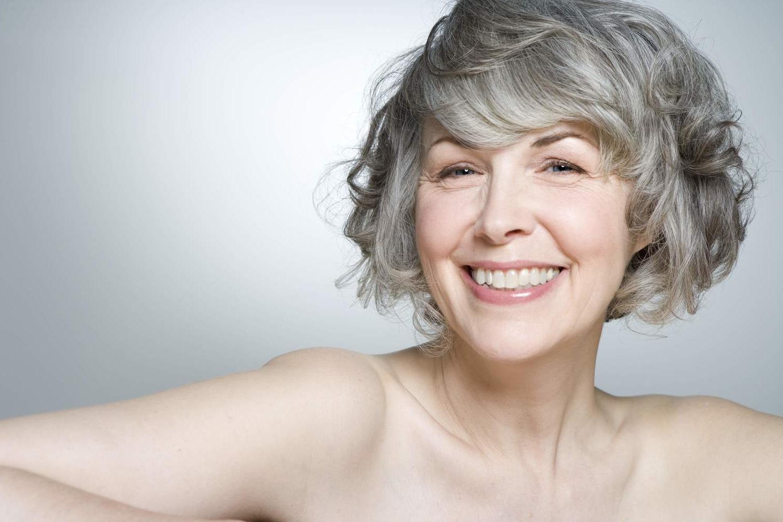прически для пожилых женщин за 60 фото