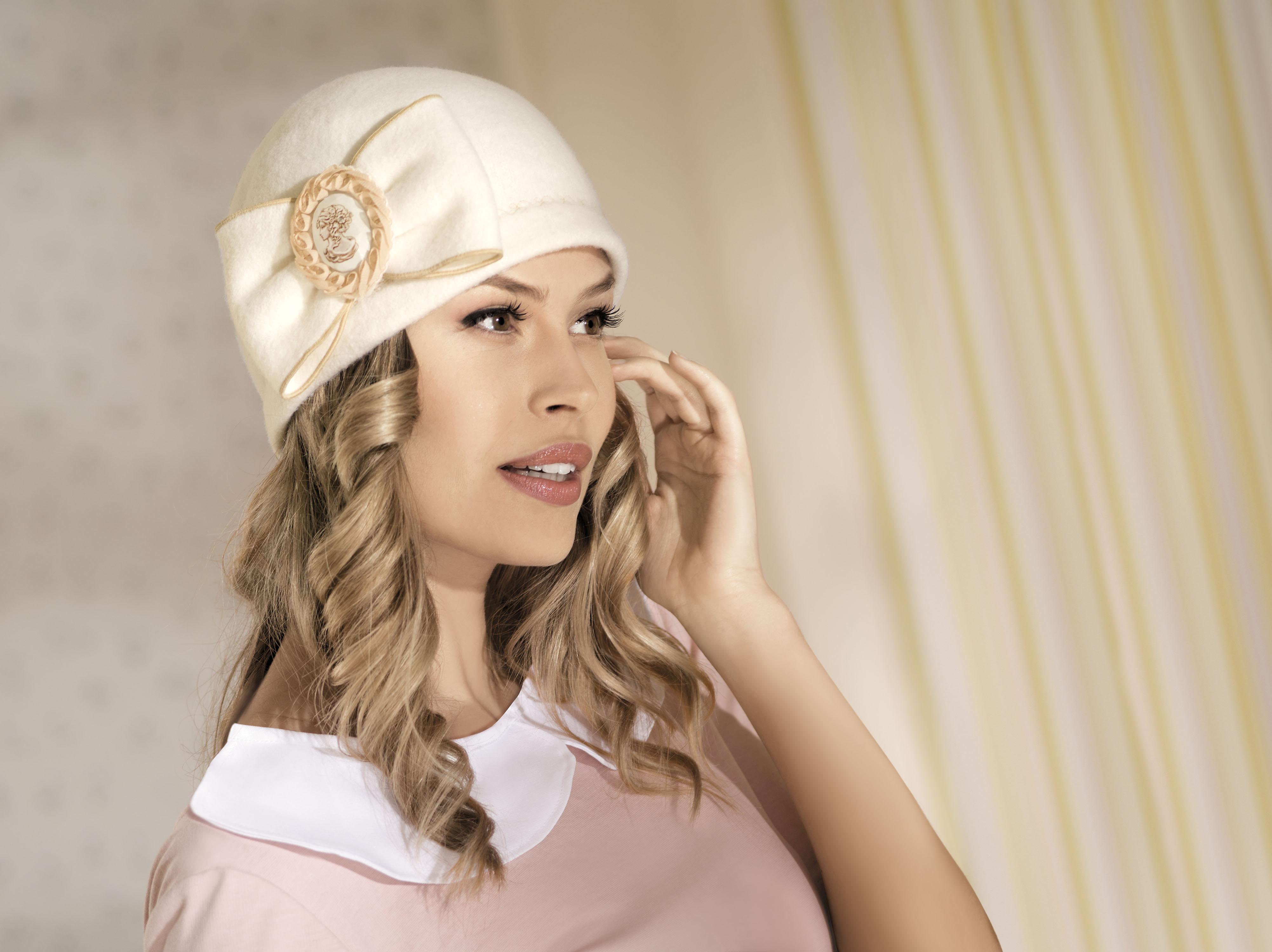 вязаные шляпки для женщин 50 лет фото