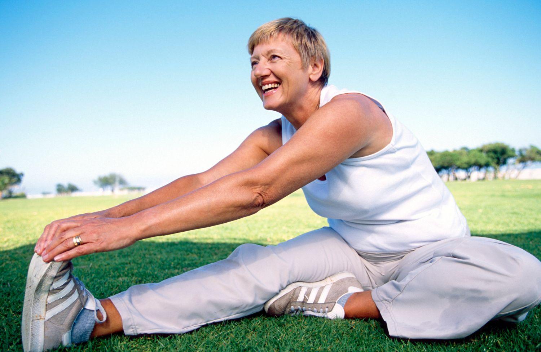 Гимнастика для пожилых в спокойном темпе: зарядка, упражнения цигун для женщин и мужчин