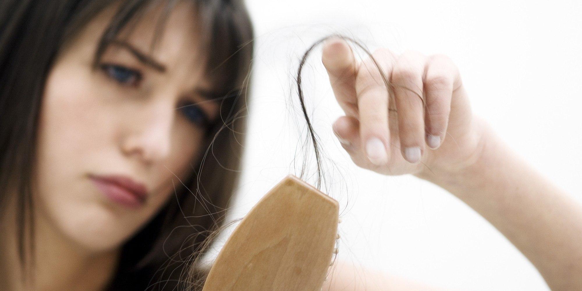 почему выпадают волосы у женщин после 40