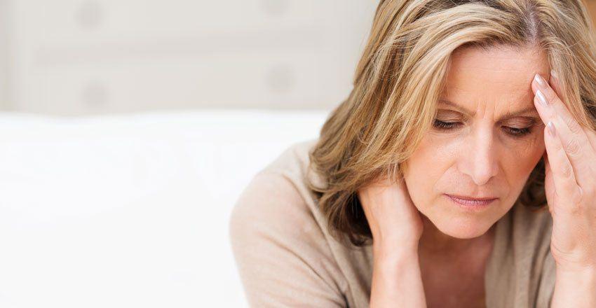 приливы у женщин после 60 лет причины