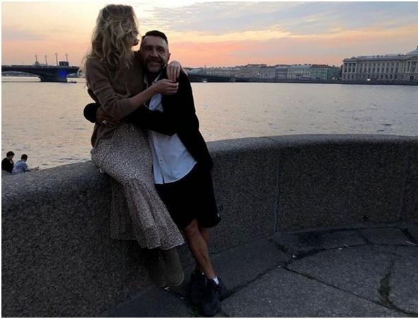 Шнуров с женой
