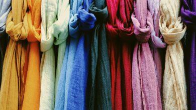 подборка кусков льняной ткани разных цветов
